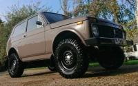 В Англии выставили на продажу «Ниву» с мотором от Lancia