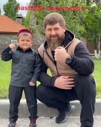 Кадыров подарил дагестанскому блогеру Хасбику внедорожник Mercedes GLE