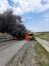 В Ростовской области на трассе М-4 «Дон» фура пробила отбойник и сгорела